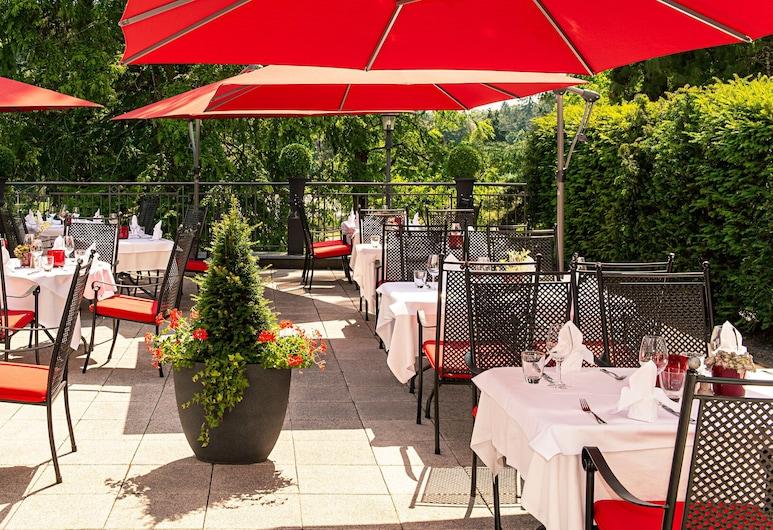 Victor's Residenz-Hotel Saarbruecken, Saarbruecken, ארוחה בחוץ