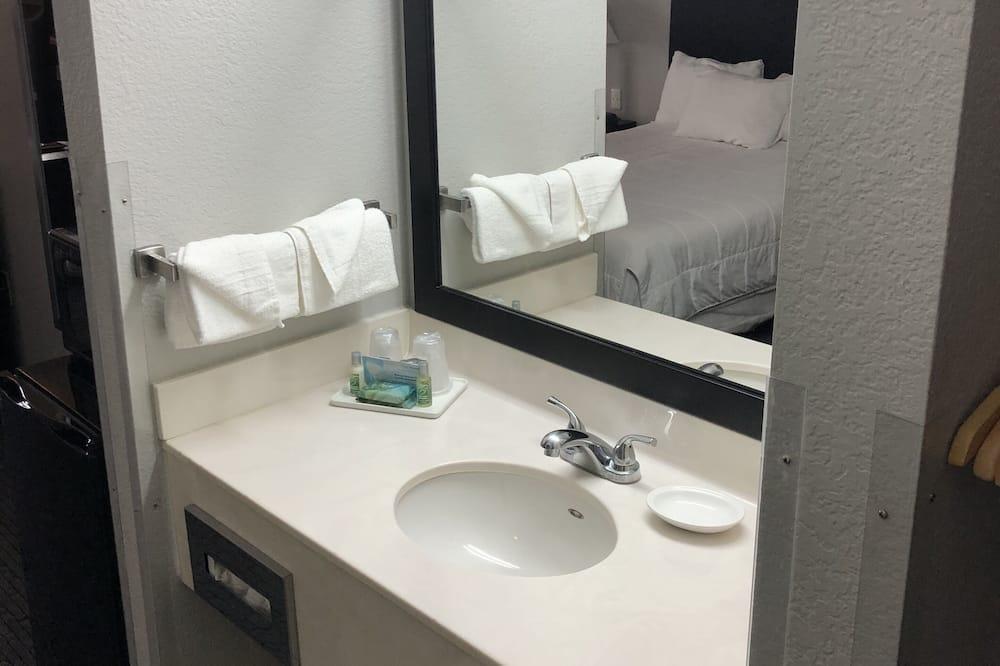Chambre Double Standard, 2 grands lits - Salle de bain