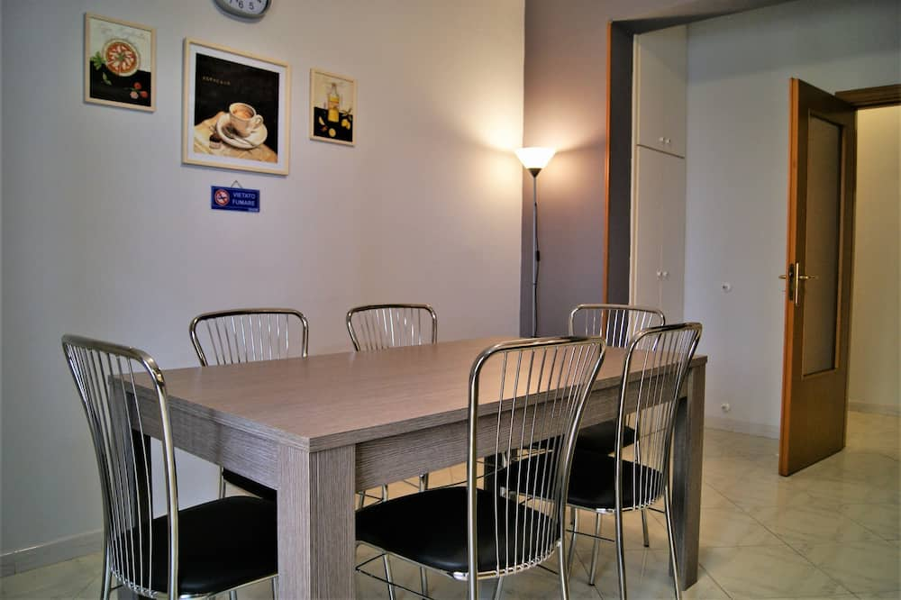 Comfort Apartment, 2 Bedrooms, Balcony, City View - In-Room Dining