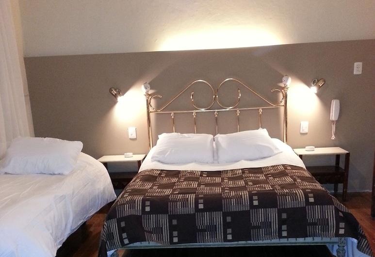 New Arapey Hotel, Montevideo, Trojlôžková izba, Hosťovská izba