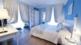 Choose This Famille Hotel in Ostuni - Online Room Bookings