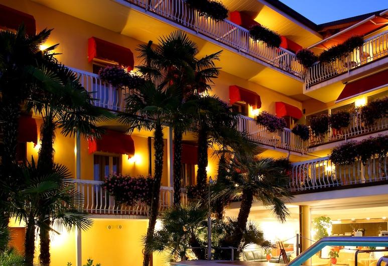 Hotel Capri, Bardolino, Kolam Renang Luar Ruangan