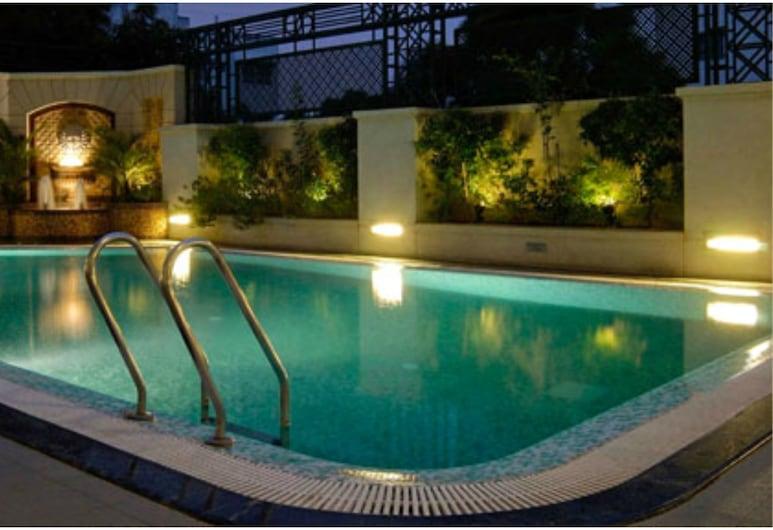 ذي إمبيريال بالاس هوتل, راجكوت, حمام سباحة على السطح