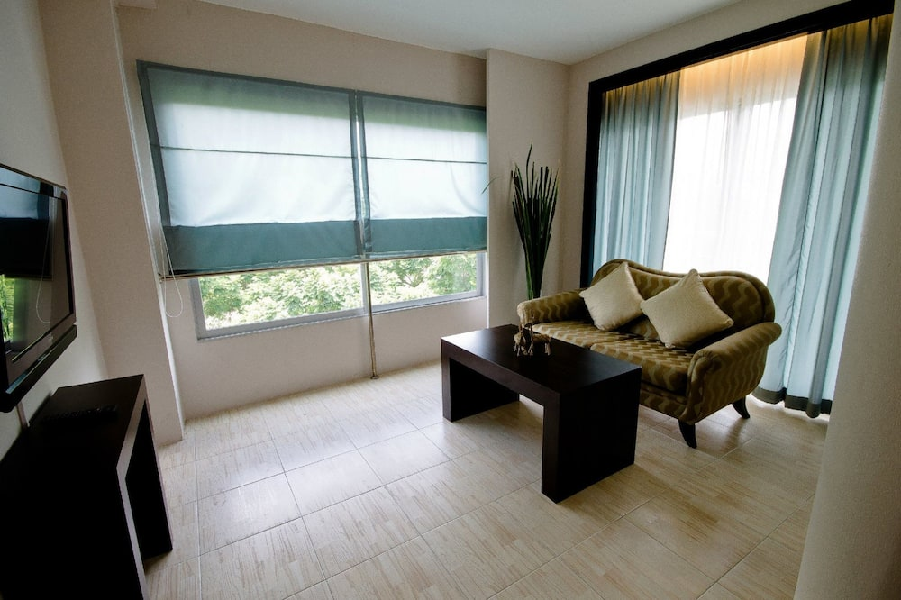 Royal Suite With Breakfast Double Bed - Living Area