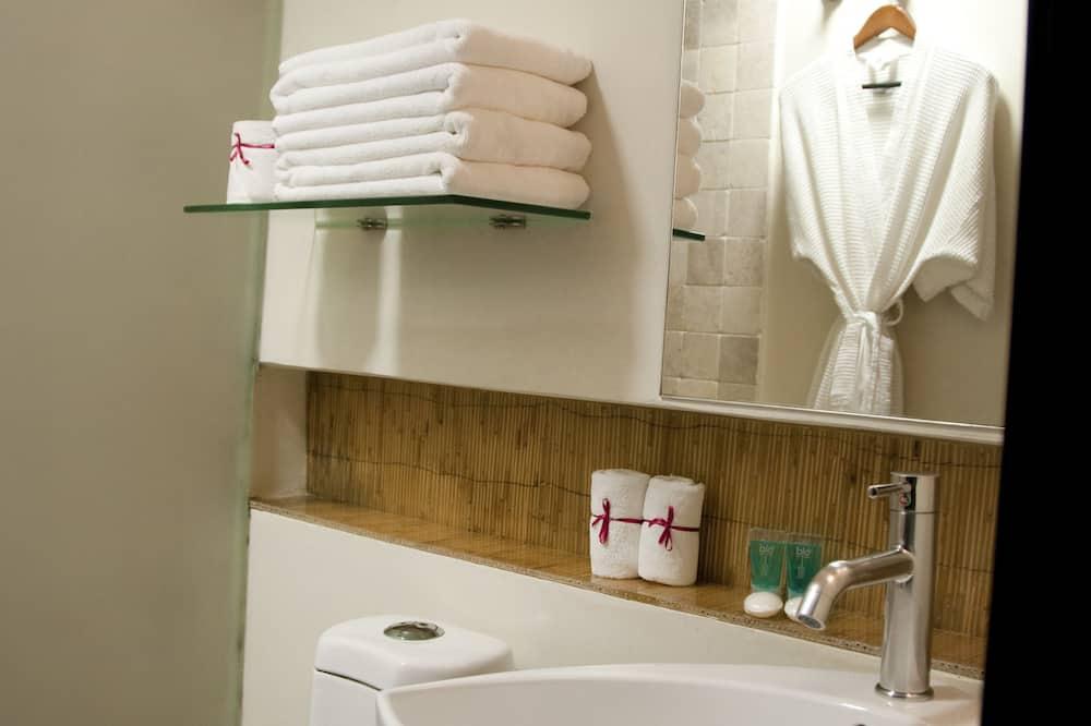 Family Master Suite - Bathroom