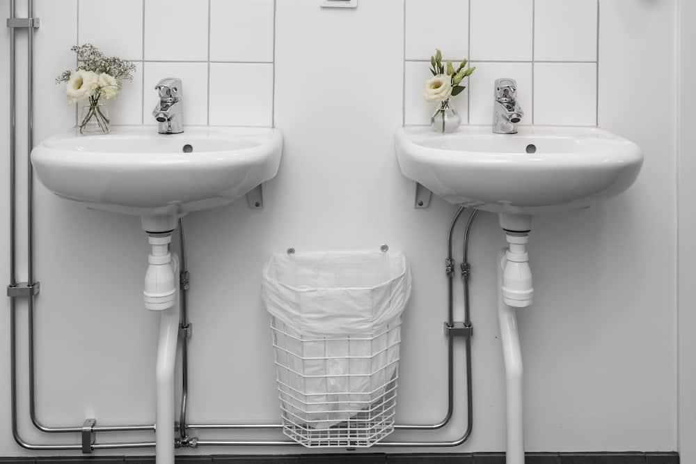 Economy - kahden hengen huone, Ei ikkunoita (Shared Bathroom) - Kylpyhuone