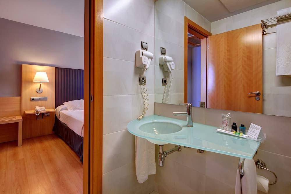 Doppelzimmer (2 beds) - Badezimmer
