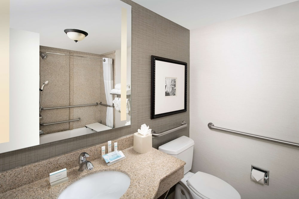 Room, 2 Queen Beds, Accessible, Bathtub (Mobility & Hearing) - Bathroom