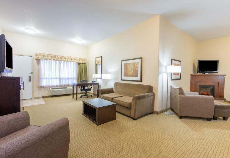 Ramada by Wyndham Lac La Biche, Lac La Biche, Suite, 1 King Bed, Living Area