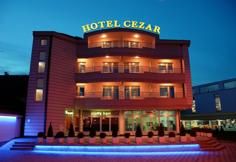 Cezar Hotel, Banja Luka, Hotel Front – Evening/Night