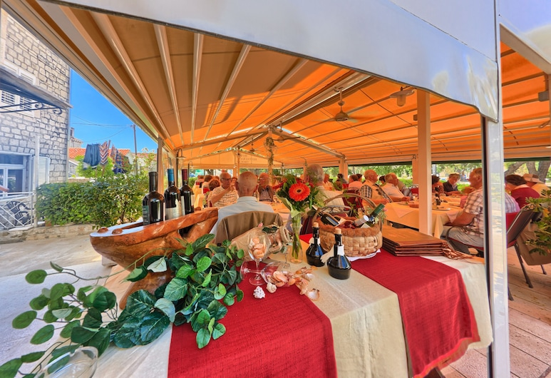 Hotel-restaurant Trogir, Trogir, Restoran na otvorenom