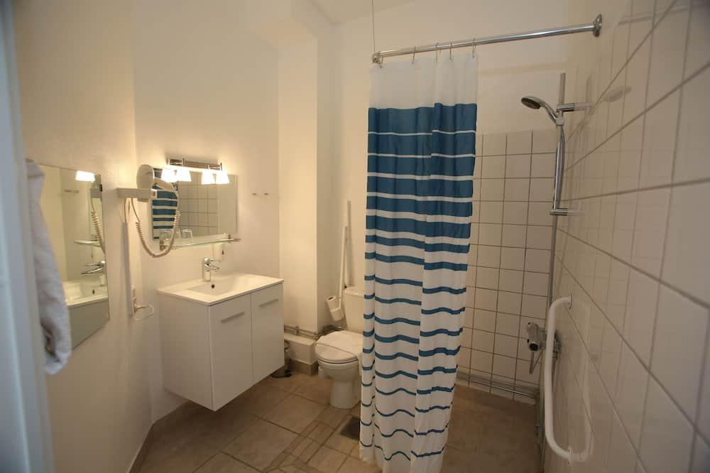 Kleines Doppelzimmer mit Queensize-Bett (Bed 140 cm wide) - Badezimmer