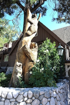 Picture of Saddleback Inn in Lake Arrowhead