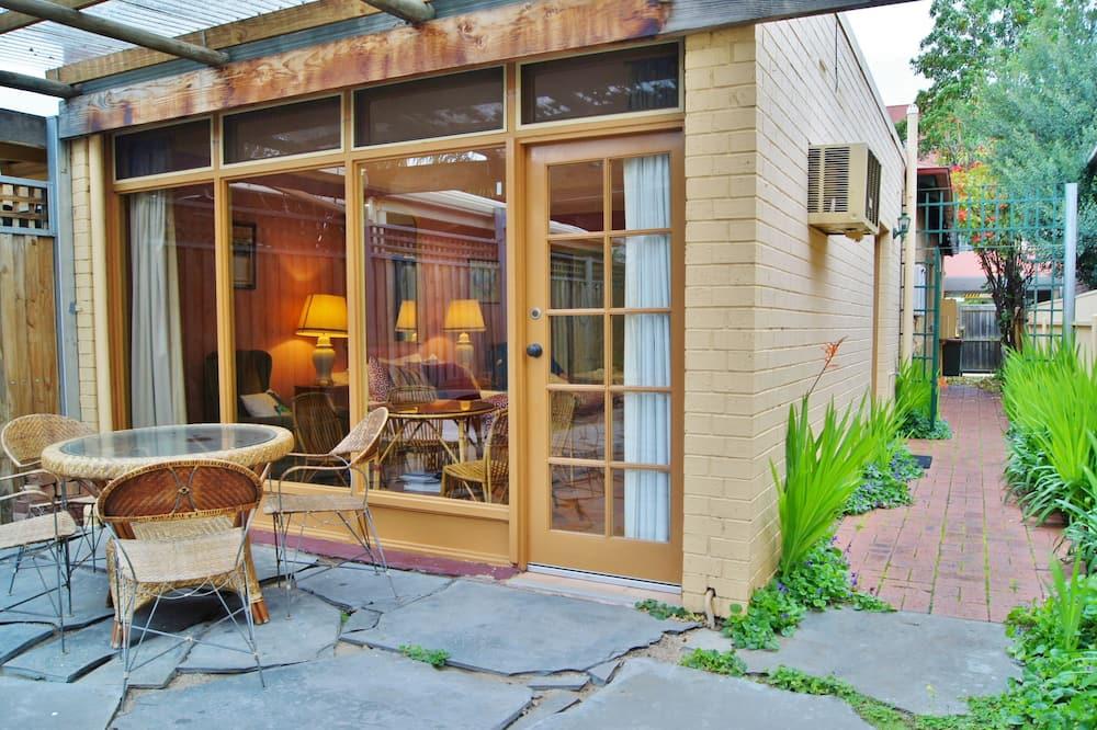 Romantic Spa Suite (Champagne) - 38a Melbourne Street - Terrace/Patio
