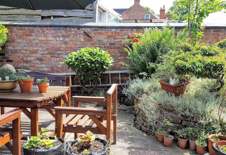 Chester Brooklands Bed and Breakfast, Chester, Garden