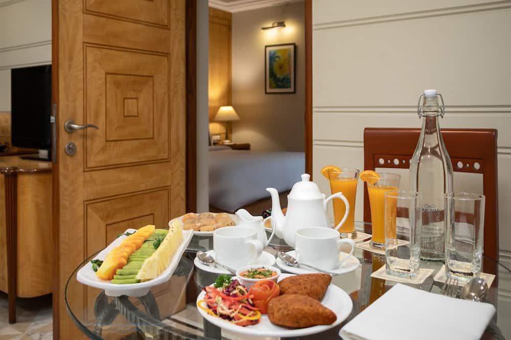 ห้องดีลักซ์ดับเบิล, 1 ห้องนอน, ปลอดบุหรี่ - บริการอาหารในห้องพัก