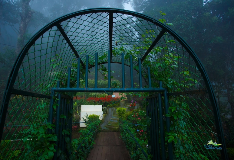 Misty Mountain Resort, Devikolam, Garden