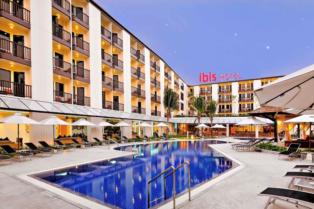 Otelin Önü