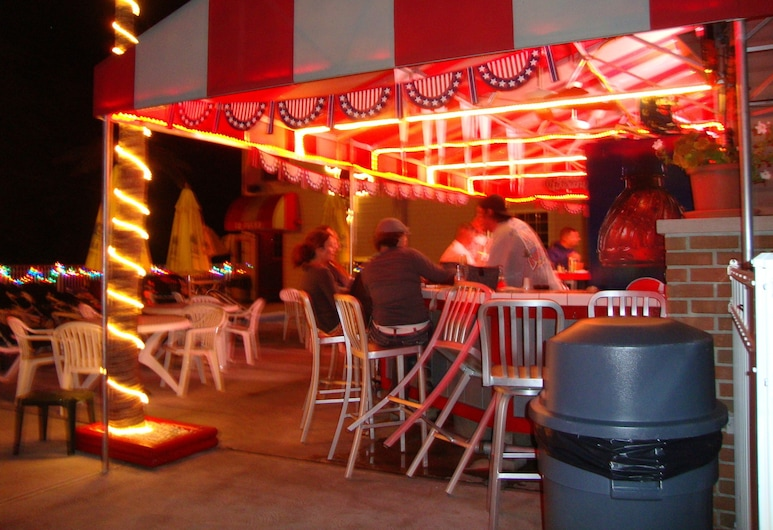 Bay Lodging Resort, Put-in-Bay, Baras prie baseino
