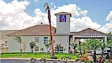 Reserve this hotel in Pasadena, Texas