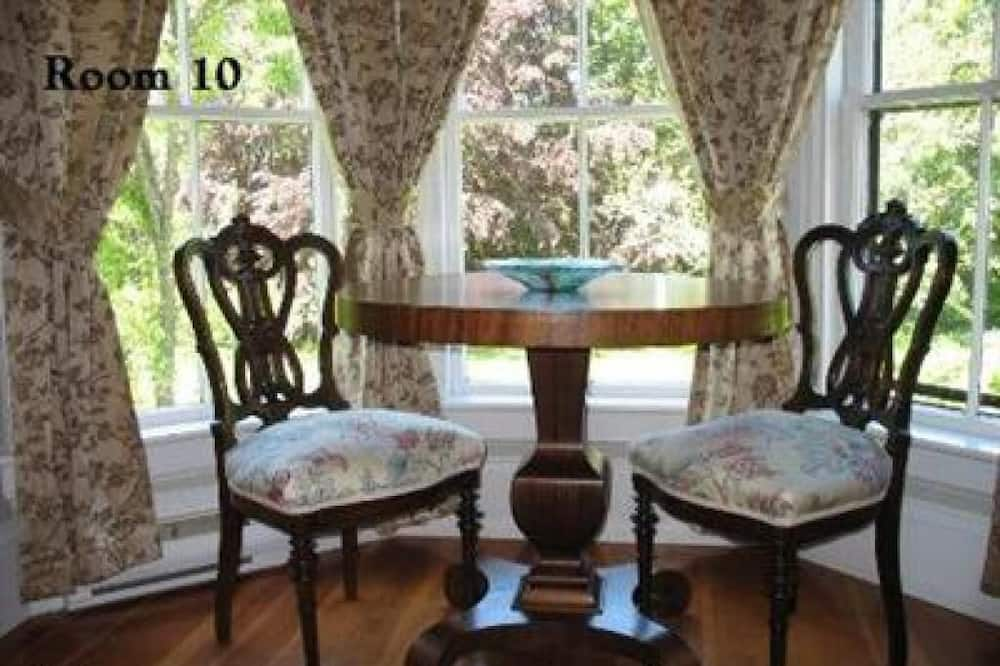 Habitación cuádruple Deluxe, baño privado, vista al jardín (Room 10) - Habitación
