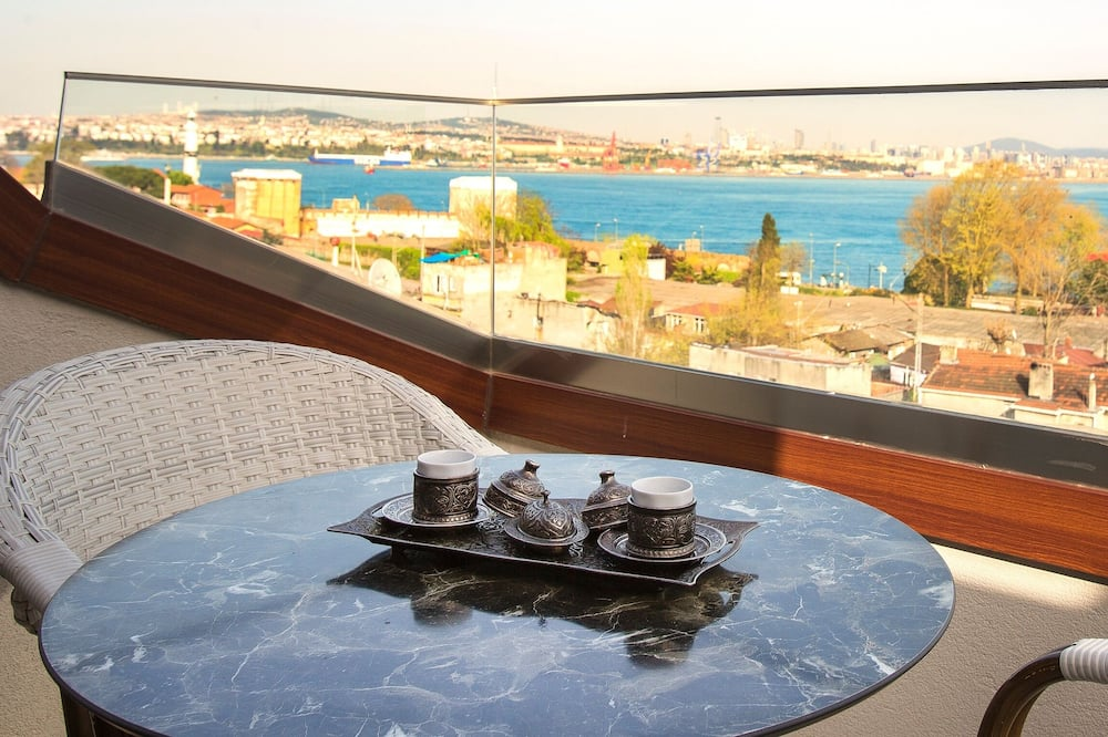 Loft superior, balcón, vista al mar - Imagen destacada