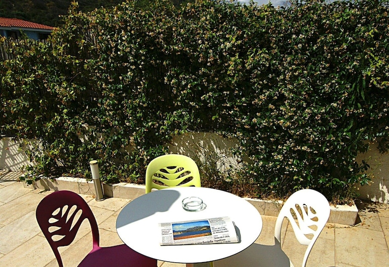 橄欖花園飯店, 波沙達, 露台