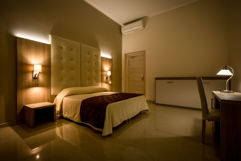 Hotel Bel Soggiorno, Genoa: Info, Photos, Reviews | Book at Hotels.com