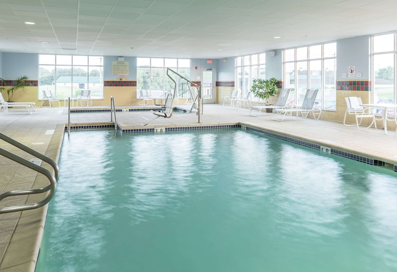 Hampton Inn & Suites Rochester-North, Rochester, Pool