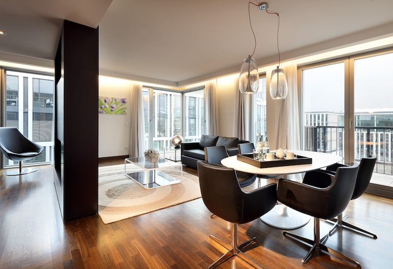 Eurostars Grand Central, Munich, Family Apartment, 2 Bedrooms, Living Room