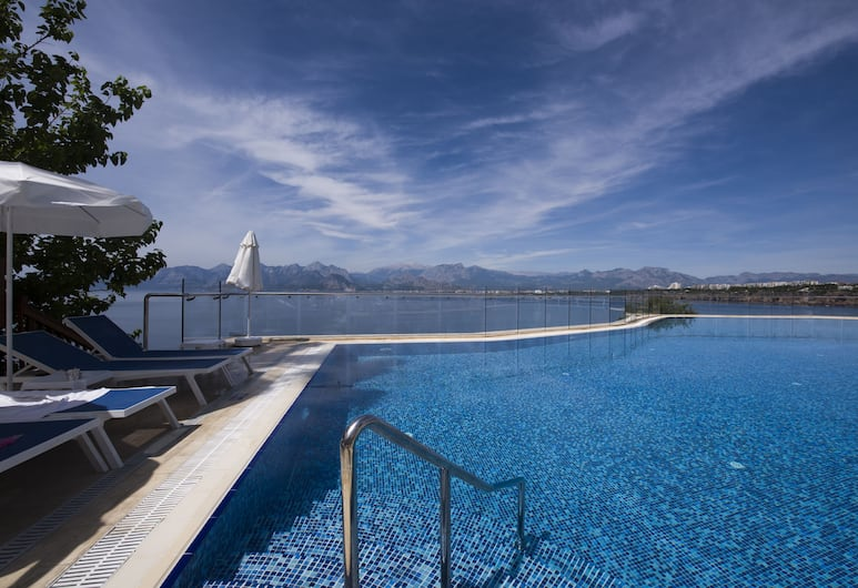 Ramada Plaza by Wyndham Antalya, Antalija, Lauko baseinas