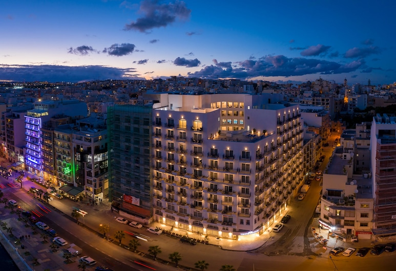 Waterfront, Sliema, Hotellets facade