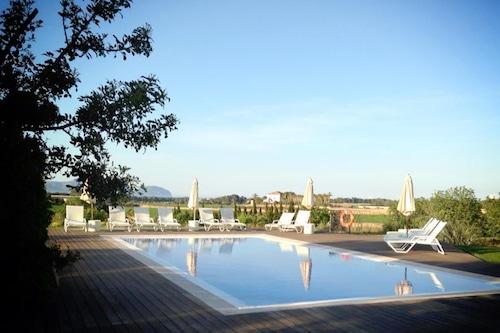 卡薩爾聖歐拉利婭酒店/