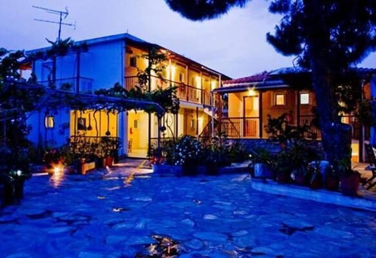 Villa Kavourakia, Скиатос, Территория отеля