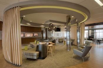 安克拉治安克雷奇大學湖萬豪春丘套房酒店的圖片