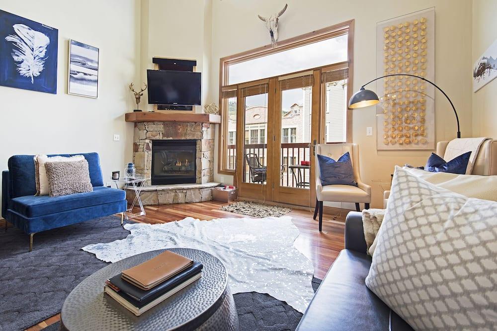 Deluxe Condo, 2 Bedrooms, 2 Bathrooms, Slope side - Living Area