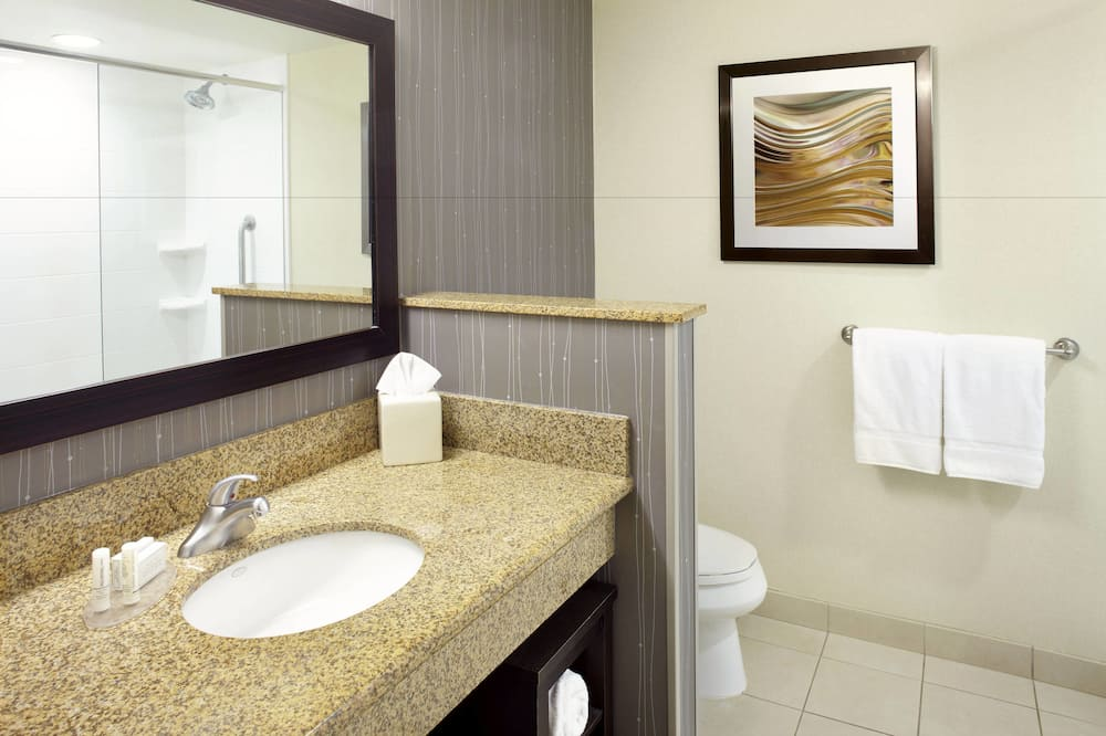 Huone, 2 keskisuurta parisänkyä, Tupakointi kielletty - Kylpyhuone