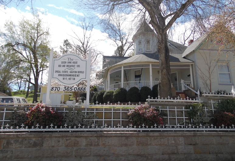 The Queen Anne House Bed and Breakfast, Harrison