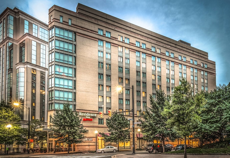 阿靈頓法院萬豪長住飯店, 阿靈頓