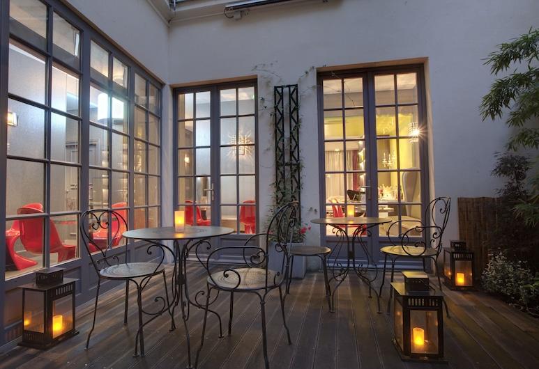 Hotel Le Petit Paris, Párizs, Terasz/udvar