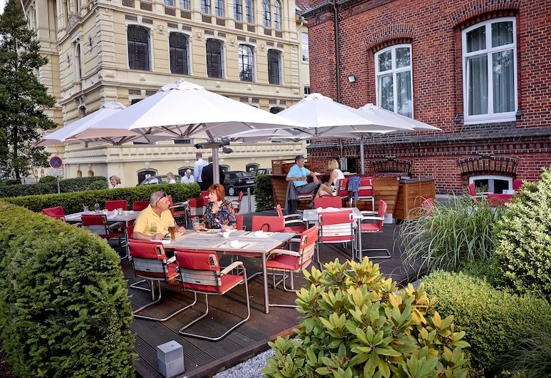 Navigare NSBhotel, Buxtehude, Restauration en terrasse