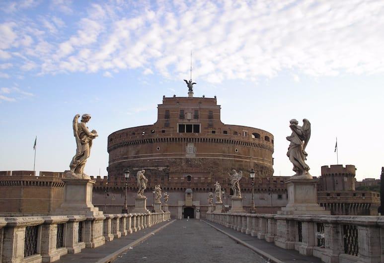 Al Colonnato di San Pietro, Rím, Exteriér