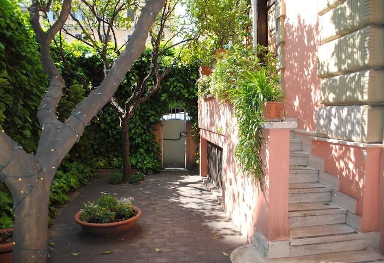 Orange Garden Bed & Breakfast, Rom, Overnatningsstedets område