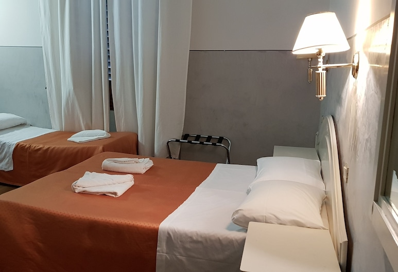 Hotel Duca d'Aosta, Florence, Triple Room, Guest Room