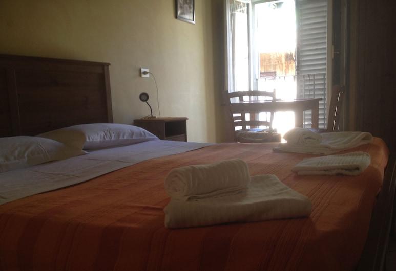 A Campo Dei Fiori B&B, Rom, Triple Room, Bilik Tamu