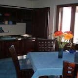 Apartment, 1 Bedroom, Kitchenette (2 people) - In-Room Dining