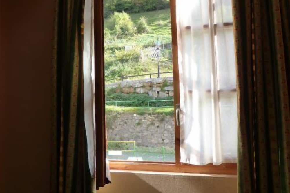 חדר זוגי - נוף מחדר האורחים