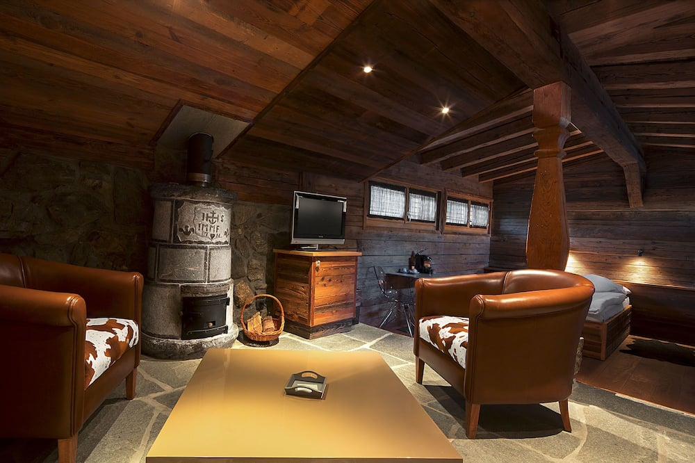Suite, Balcony, Mountain View (South) - Living Area