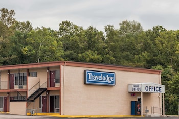 Picture of Travelodge by Wyndham Seymour in Columbus