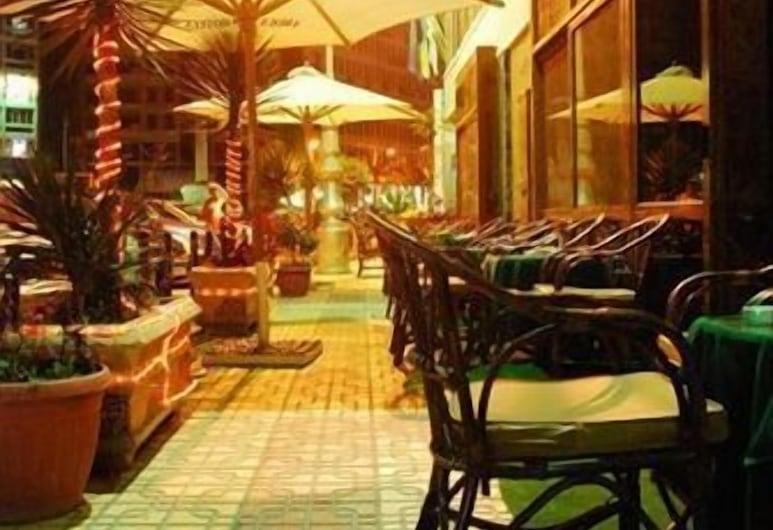 阿莫恩亞歷山大飯店, 亞歷山德利亞, 室外用餐